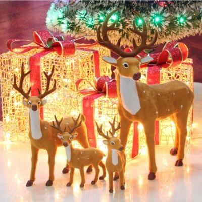 Świąteczny Renifer pod choinkę